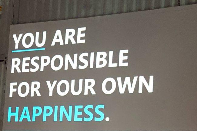 Bild von einem Vortrag, du bist für dein Glück selbst verantwortlich.
